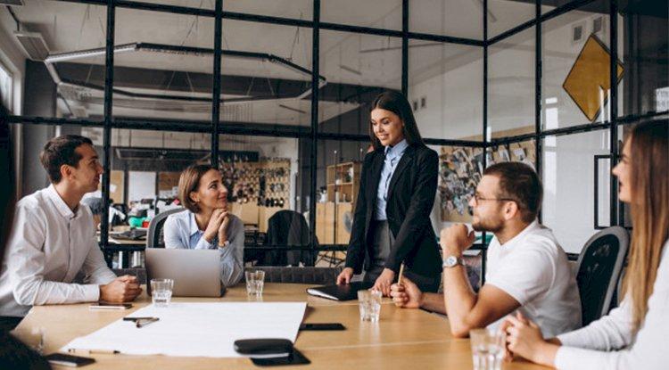 كيفية تعامل القائد مع أعضاء الاجتماع
